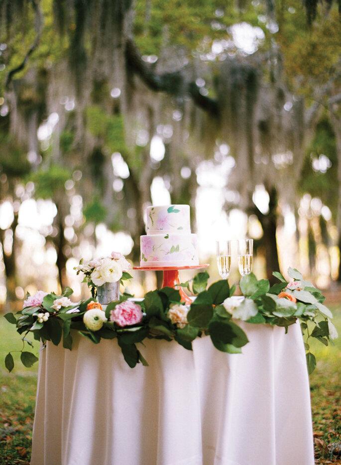 Pasteles de boda pintados a mano - Adam Barnes and Katie stoops