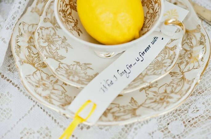 La combinación de frutas y flores de temporada puede ser la clave de la decoración de tu boda. Foto: Nadia Meli