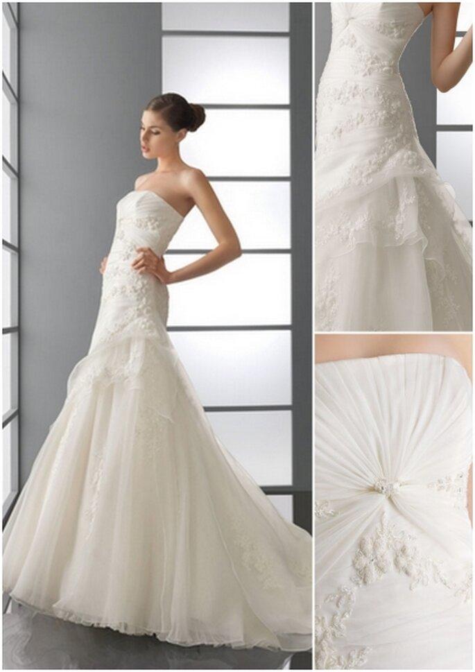 Vestido de novia 2012. Strapless de organza y encaje con pedrería en color natural.