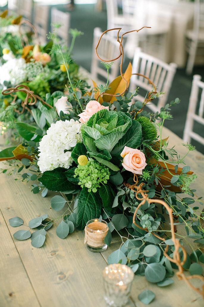 Una boda exótica decorada con cactus, suculentas y follaje - Erin Jean Photography