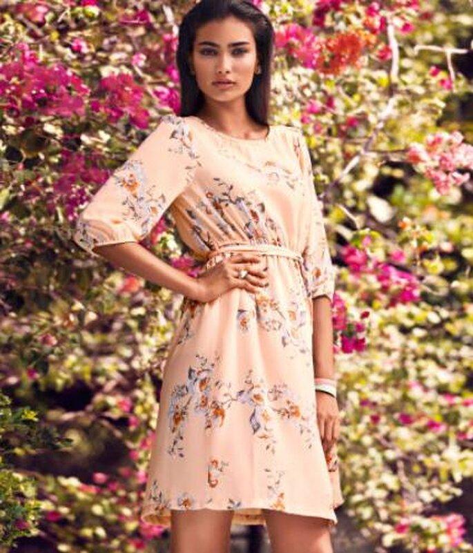 Vestido corto estampado de H&M. Foto: www.hm.com