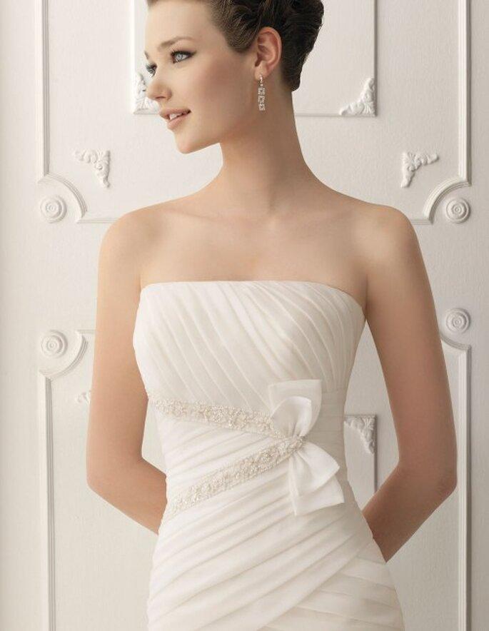 Vestido de novia con líneas asimétricas de Alma Novia 2012