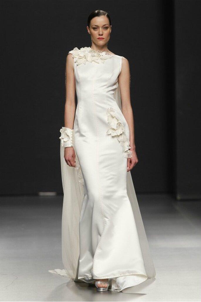 Vestido de novia Rafael Urquizar 2012 destacando la figura femenina - Ugo Camera / Ifema
