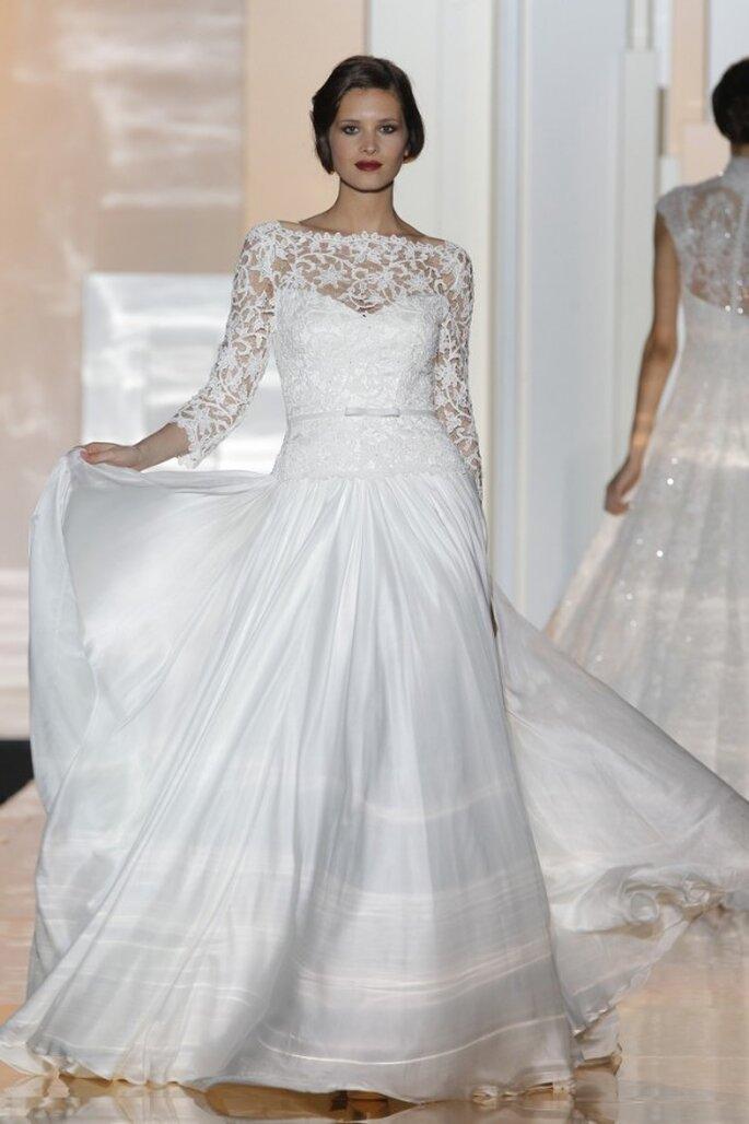 Vestidos de novia 2015 con hermosos moños - Foto Miquel Suay