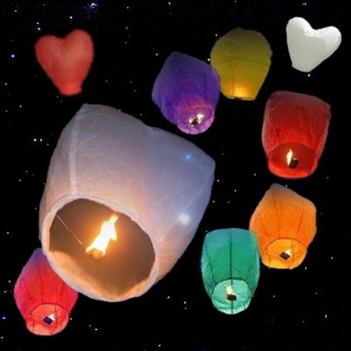 Lanternes de mariage volantes : quoi de plus féerique ? - Photo : Lanternes Mariage