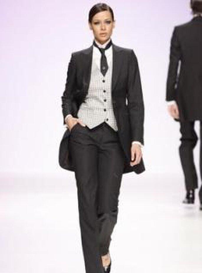 Fuentecapala 2010 - Traje de novia, chaqueta larga, chaleco, camisa cuello cisne