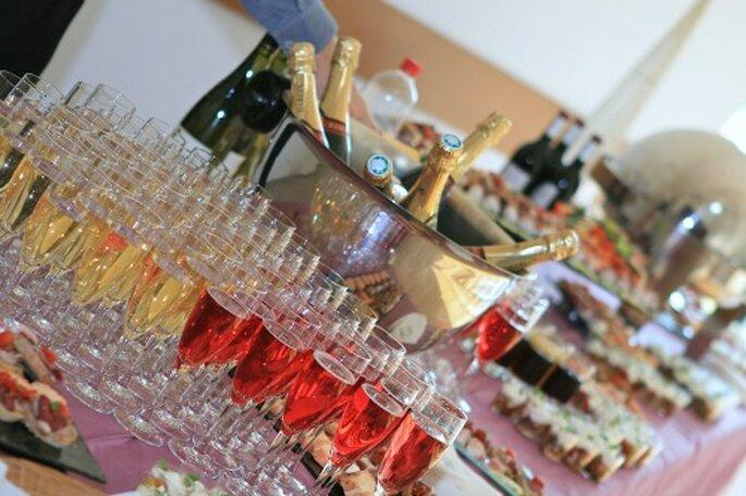 Cocktail et dîner de mariage : on prête attention aux vins et au champagne - Photo : Exotic Chic