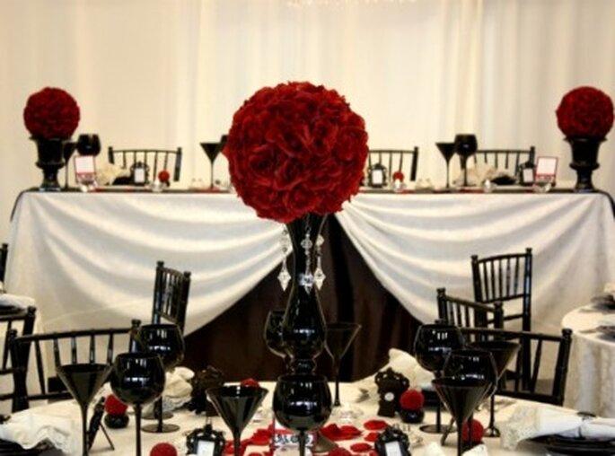 Décoration noire rouge et blanche mariage gothique - Marzime.hubpages.com