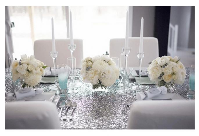 Centres de tables avec fleurs blanches pour une réception très élégante - Jenna McKenzie