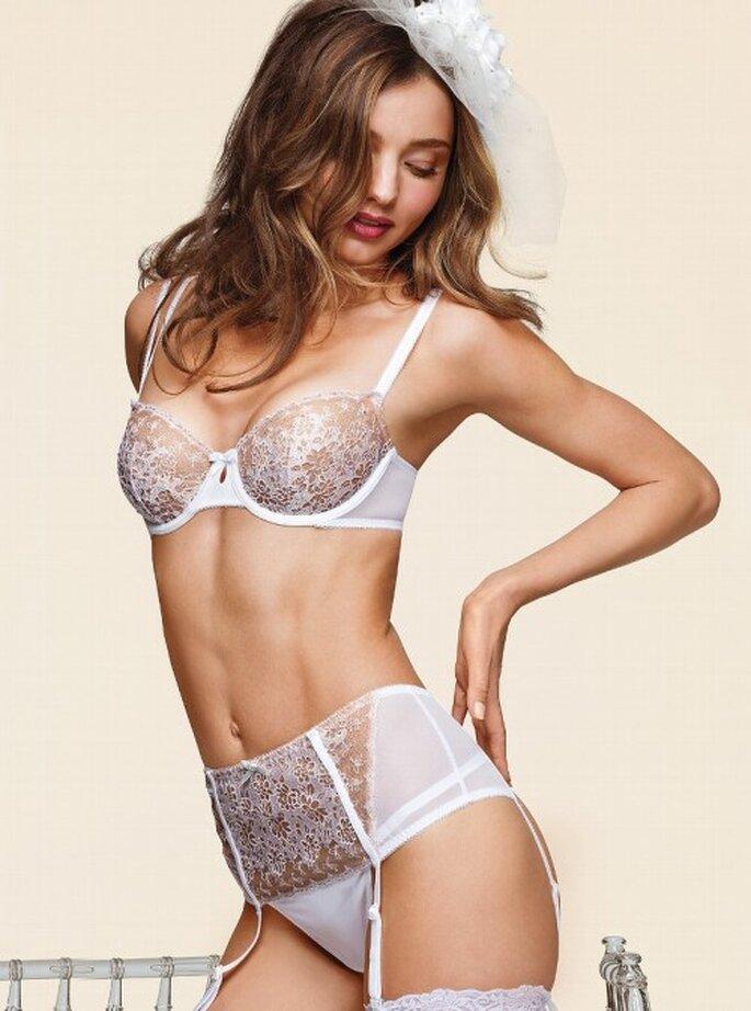 Lencería para novias con encaje - Foto Victoria's Secret 2013