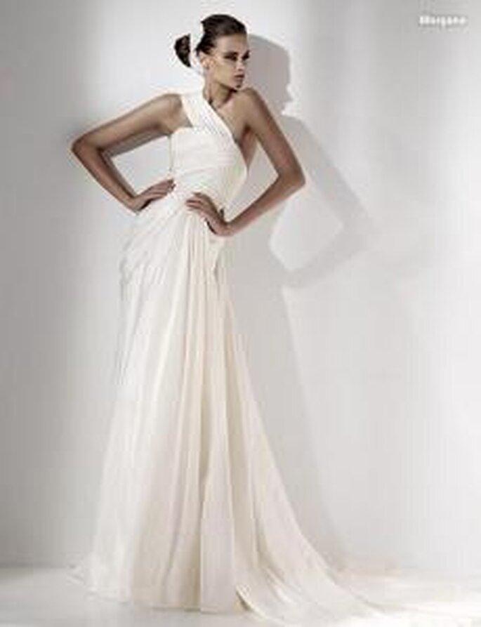 Elie Saab 2010 - Morgana, vestido largo en seda, fruncidos y drapeados, escote transversal