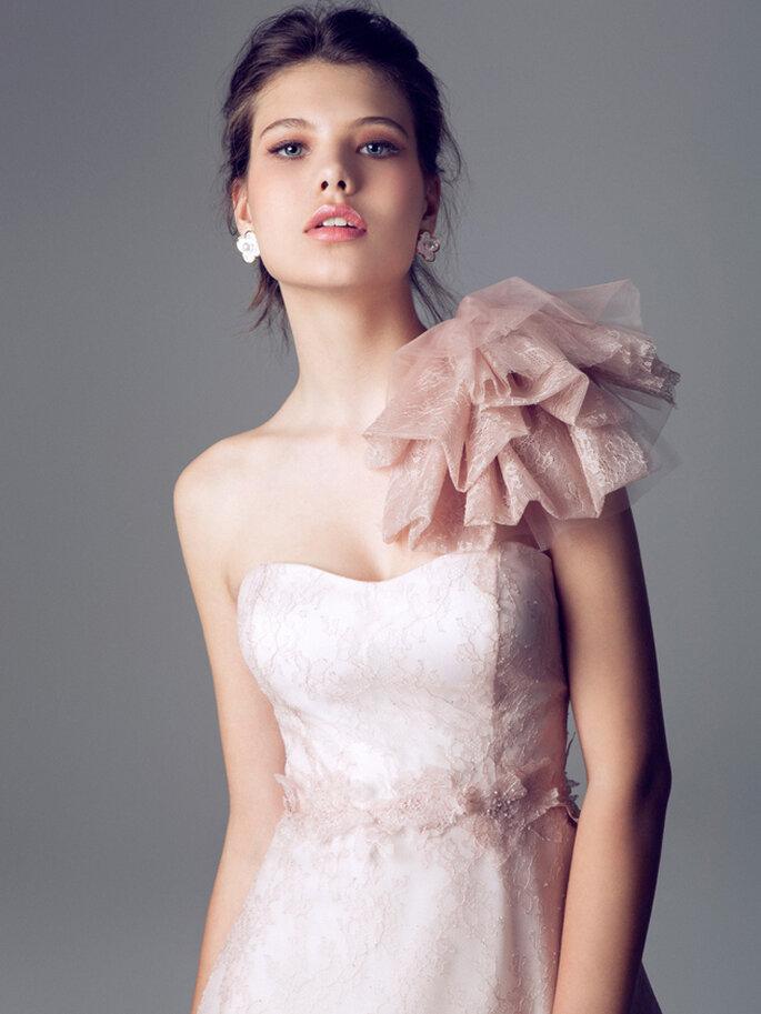 Vestido de novia rosa pálido de Blumarine 2014. Detalle del escote y el cinturón. Ref. 6586S. Foto: