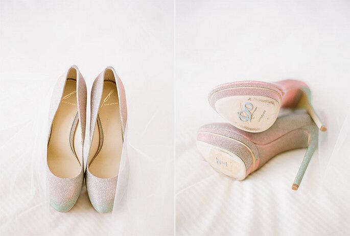 """""""I Do"""" en la zuela de los zapatos de la novia, para que todos sepan que está feliz de decir """"Sí quiero"""". Foto: KT Merry Photography"""