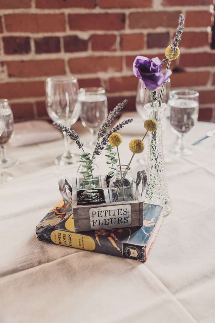 Libros para decorar tu boda - Gina & Ryan Photography