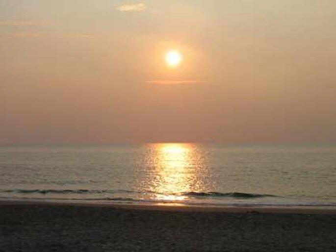 Traumhafte Sonnenuntergänge laden zum Träumen ein. Flitterwochen auf Mauritius. Foto: Scheiblkarl / pixelio.de