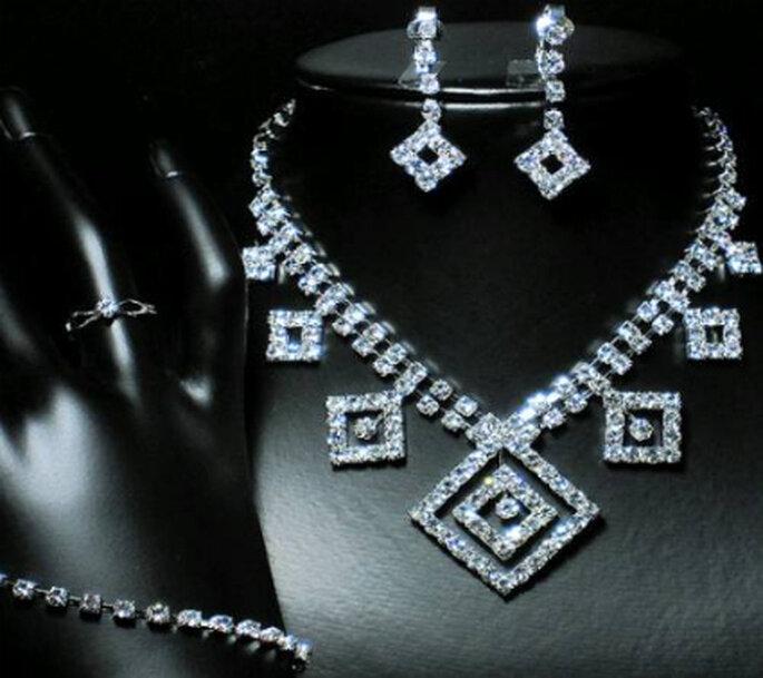 Conjunto completo de bijoux para novias importante colgante, aros, anillo y pulsera.