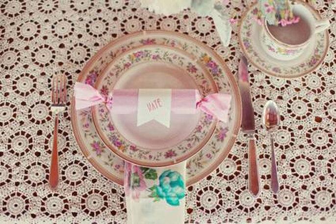 Decoración de mesa estilo vintage. Foto: Natalie Shelton