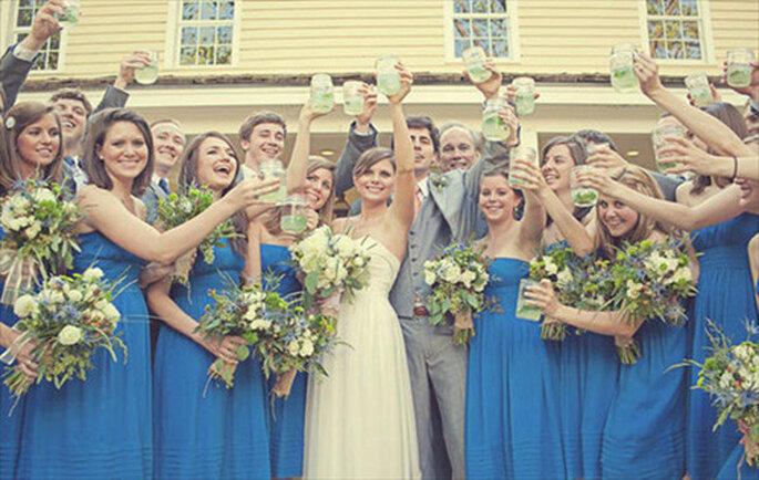 Brindis de bodas de Mason Jar. Foto de Our Labor of Love