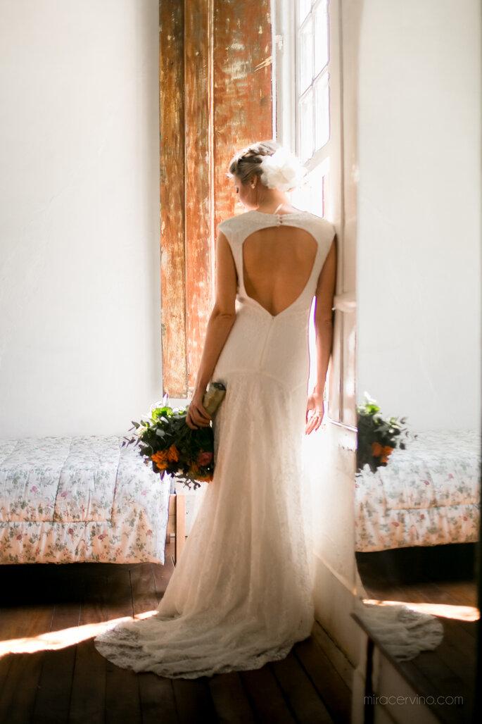 Vestido da noiva Chez Emannuelle Cabelo e maquiagem da noiva Puntuale Fotógrafo e filmagem Mira Cerviño