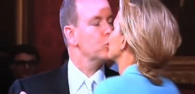 Der Kuss im Standesamt von Charlene Wittstock und Fürst Albert II.