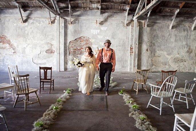 Este 'elopement' se celebró en un almacén. Foto: Leah Lee Photography.