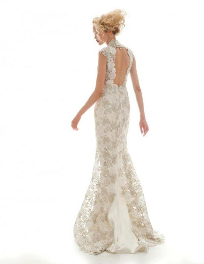 Vestido de novia vitage con encaje y esplada descubierta - Foto Elizabeth Fillmore