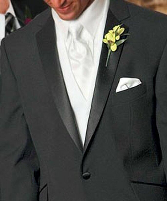 Cravate blanche. Une touche de distinction pour le mariage