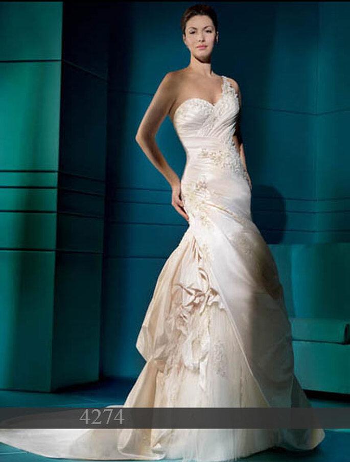 Demetrios 2011: Brautkleid aus Taft - Träger einseitig