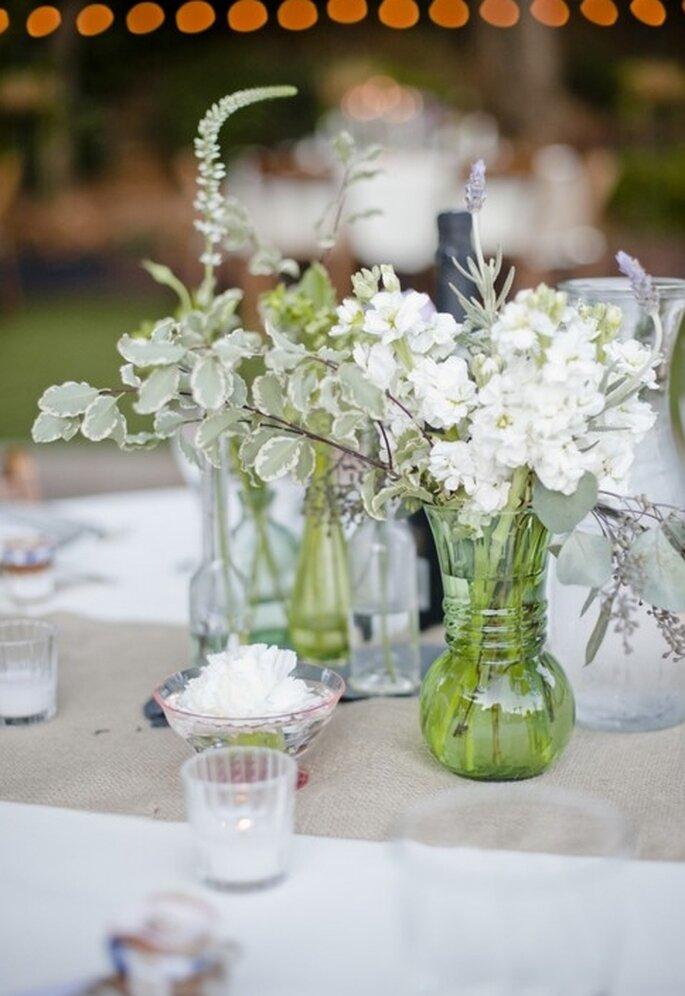Centres de table avec fleurs blanches minimalistes - Foto Danielle Capito Photography