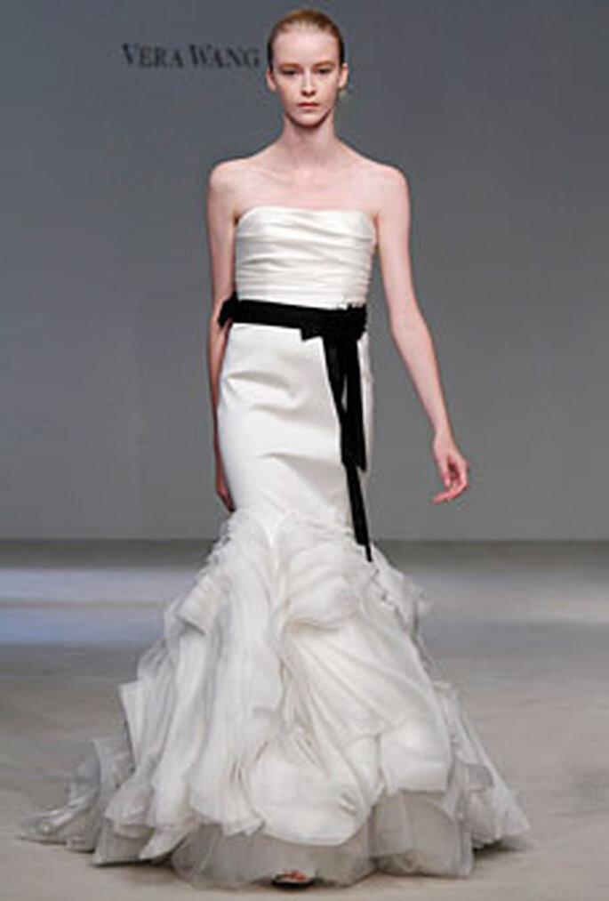 Vera Wang 2010 - Vestido de corte sirena con cinturón negro