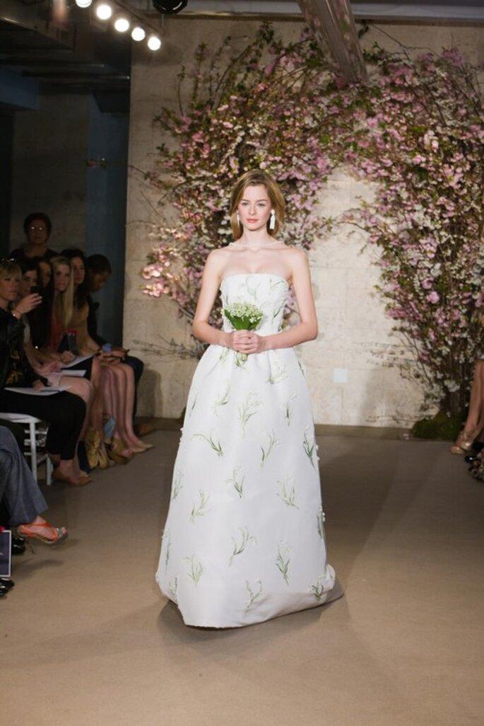 Vestido de novia de seda estampada, corte princesa en strapless. Oscar De La Renta