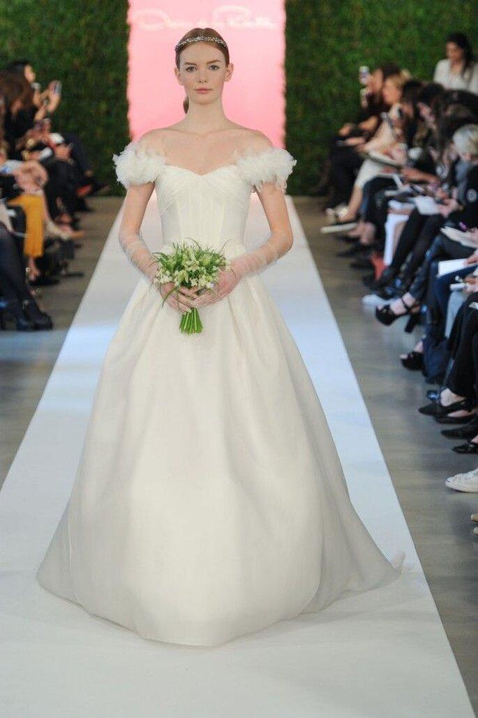 Vestidos de novia 2015 con hombros caídos - Foto Oscar de la Renta
