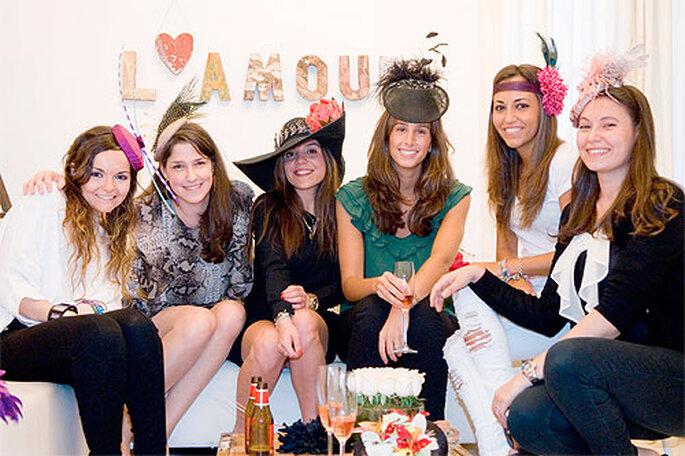 En Bohochic organizan una beauty party de tocados para la despedida de soltera. Foto: Bohochic