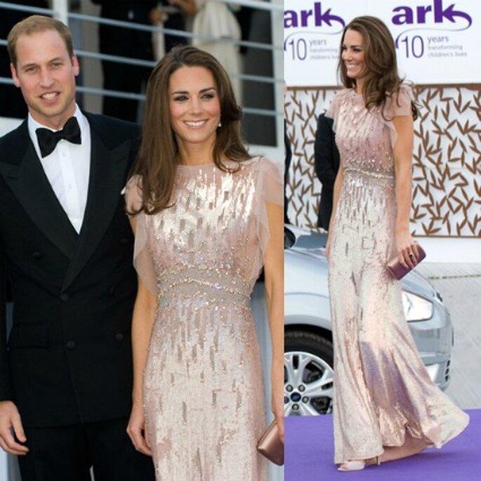 Kate Middleton ha scelto una creazione di Jenny Packham per il suo debutto pubblico appena dopo il matrimonio con il principe William.