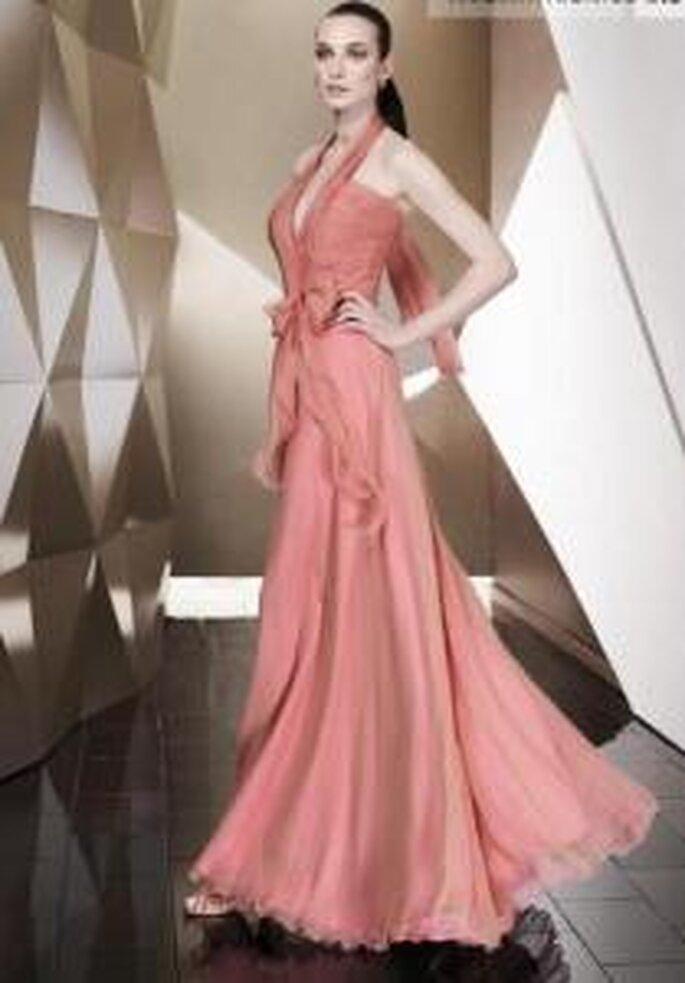 Pepe Botella 2009 - Vestido largo color salmón, escote halter en V, talle alto