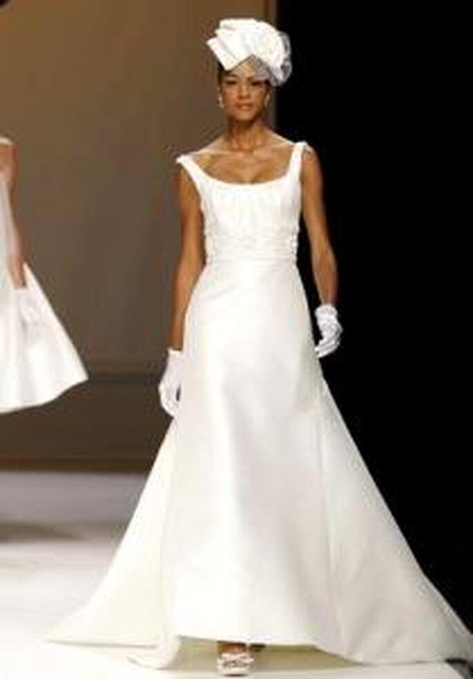 Novia D'Art 2010 - Vestido largo en seda, corte princesa, escote redondo