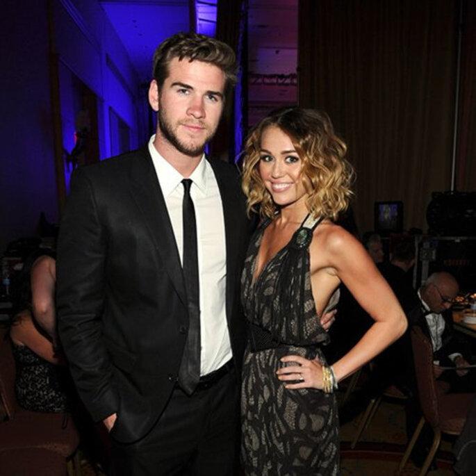 Miley Cyrus y Liam Hemsworth durante una fiesta - Foto sitio oficial de Miley Cyrus