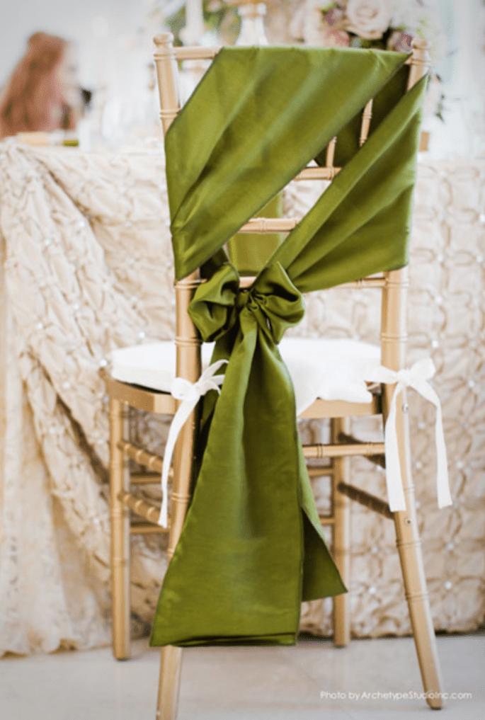 Decoración original para las sillas en tu boda - Foto Archetype Studio Inc