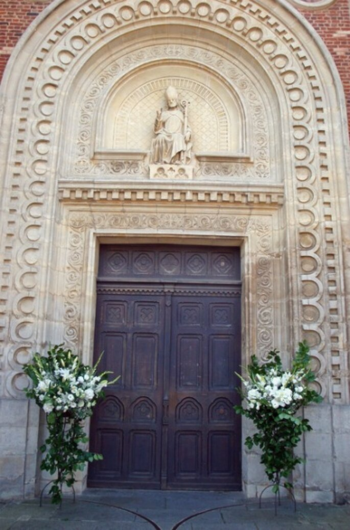 La décoration florale de l'église : une bonne toile de fond pour les photos de mariage - Photo : Fruits, Fleurs, Feuillages
