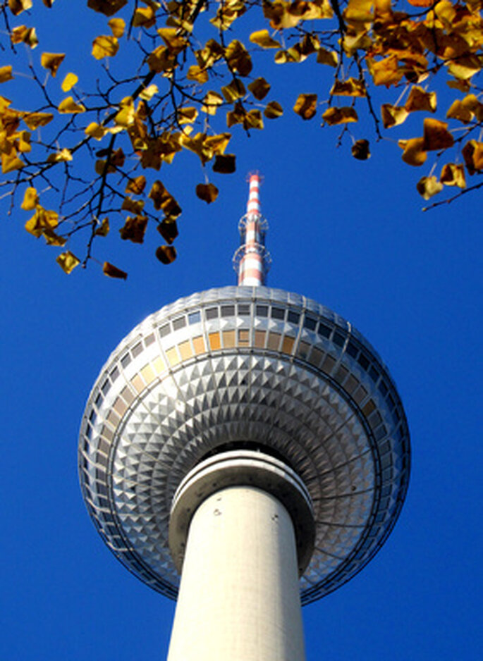 Fernsehturm in Berlin. Heiraten in der Hauptstadt Berlin kann aufregend sein. Foto: Rolf Handke / pixelio.de