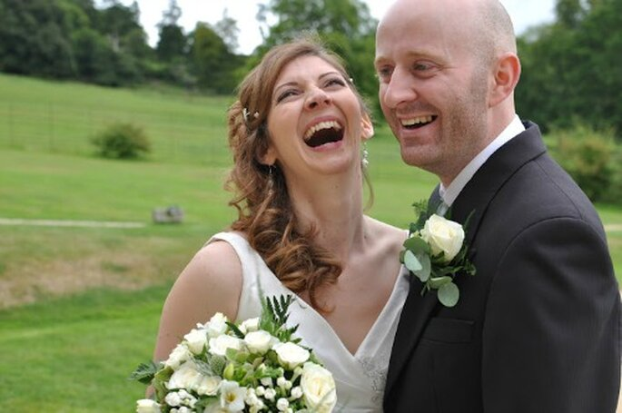 Photos de couple après la cérémonie, l'atmosphère est plus détendue ! - Photo : Awardweddings