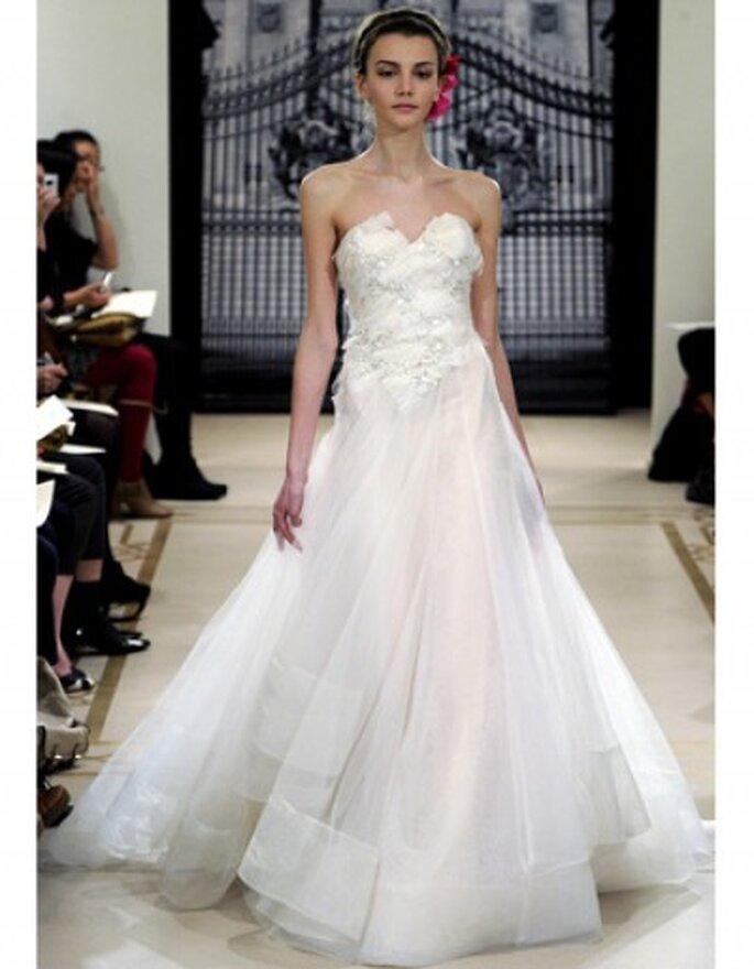 Vestido de novia corte princesa con aplicaciones de cristal con de una linea en tul.