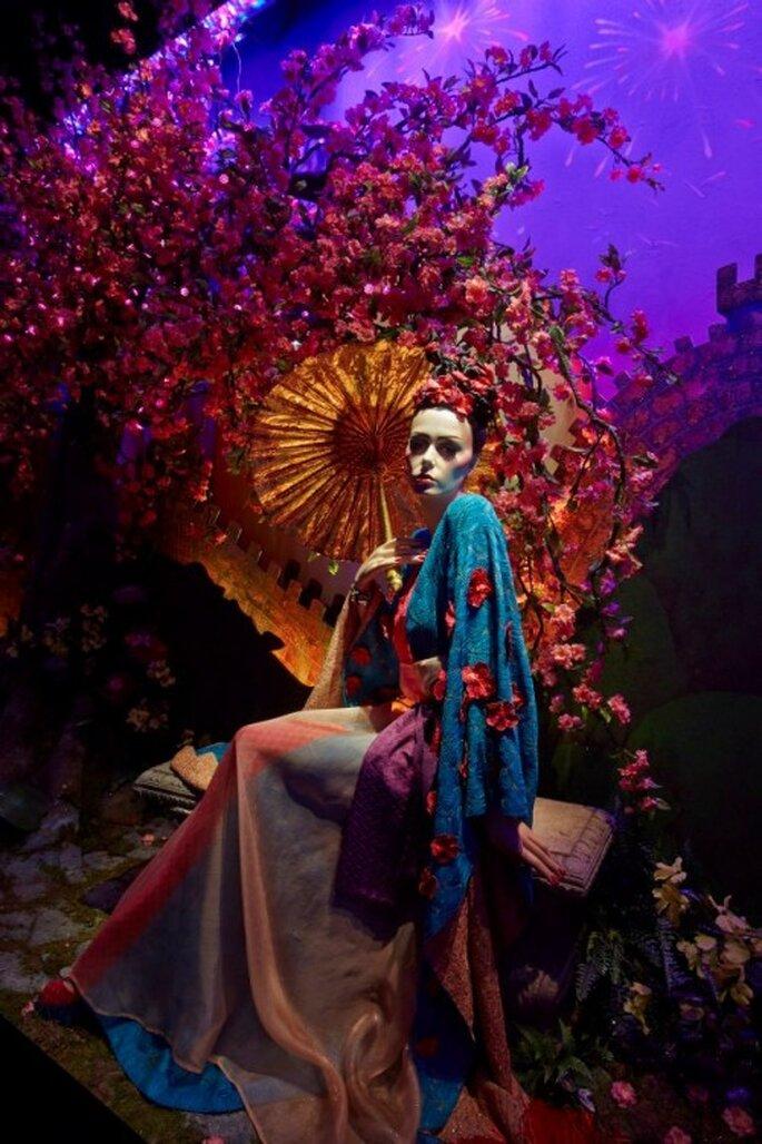 Decoración del aparador de Harrods con el vestido de novia inspirado en Mulan - Foto Harrods