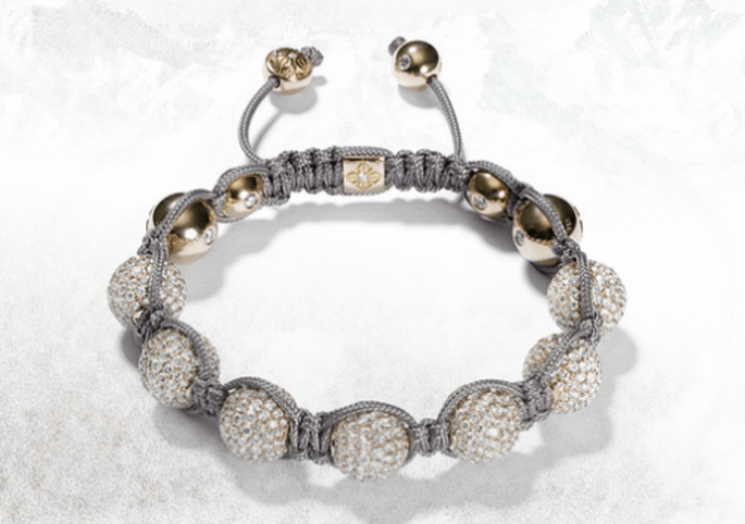 Brazalete para novia en color plata con diamantes y detalles en oro - Foto Shamballa Jewels