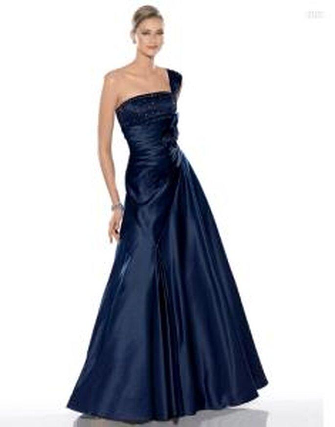 Pronovias Cóctel 2010 - Jalon, vestido largo en satén, corte princesa, escote transversal