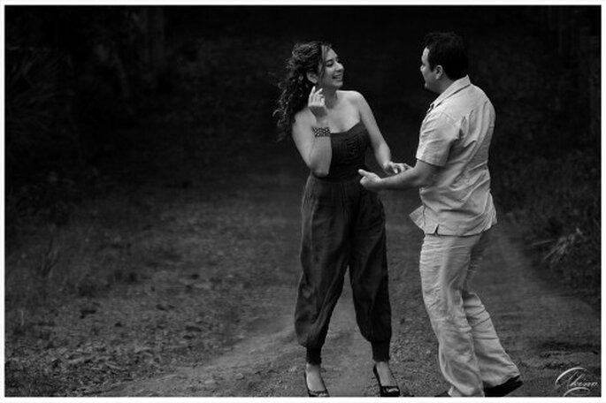 Fotografia casual de pareja en blanco y negro - Foto Emmanuel Aquino