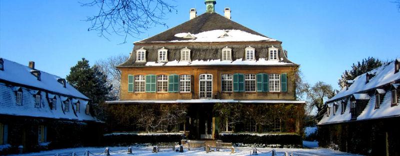 Beispiel: Schloss im Schnee, Foto: Schloss Eicherhof.