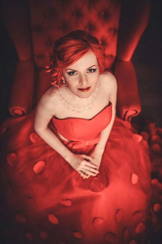 Lady in red Алиса Макияж и прическа - Нелли Шварц Фотограф - Роман Глосс