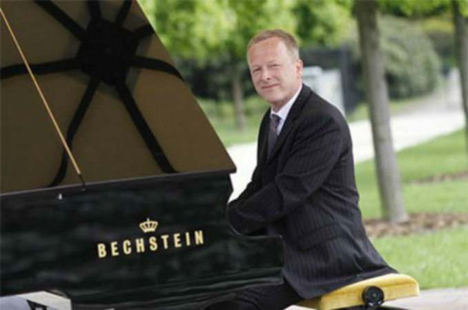 Beispiel: Oliver Kraus, Foto: Pianist & DJ Oliver Kraus.