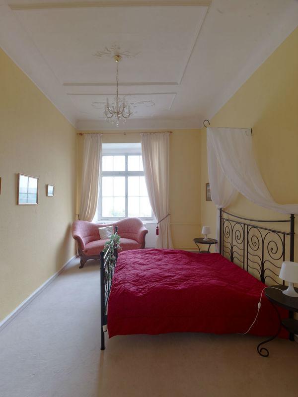 Beispiel: Zimmer 2.07 im 2.OG im Schloss, Foto: Schloss Weiterdingen.